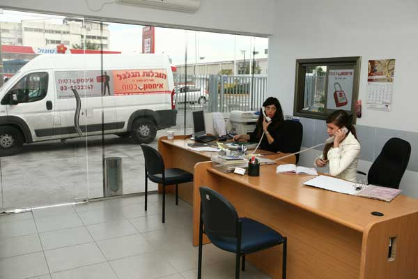 הסכם שכירות מחסן נמצא במזכירות של אחסון בטוח