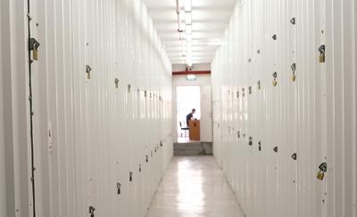 שדרת מחסנים לאחסון חפצים